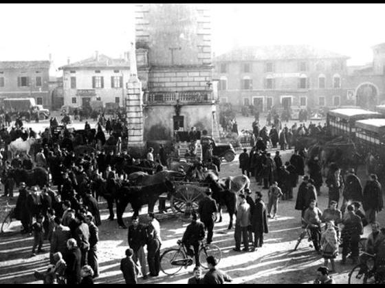 Piazza Libertà durante il mercato