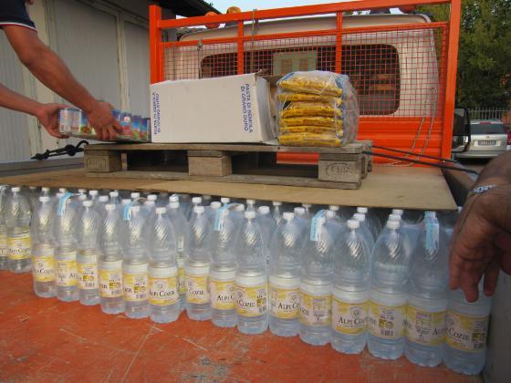 Donazione acqua ed alimenti_San Giacomo delle Segnate (MN)